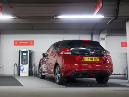 Electric Nissan LEAF charging 2(1)